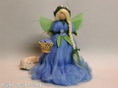 VERGISSMEINNICHT Jahreszeitentisch FEE BLUMENKIND MÄRCHENWOLLE ELFEN WALDORF Doll Crafts, Cute Crafts, Wet Felting, Needle Felting, Felt Fairy, Waldorf Dolls, Fairy Dolls, Felt Hearts, Garden Crafts