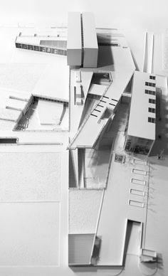 대지의 역사를 영화로 담아내다: 시네마틱 아트 스쿨은 대지와 영화의 상관 관계를 읽는 것에서 부터 시작한다. 대지에 투영되는 빛, 그림자, 소리, 영화의 역동성, 공간, 제작과정 등의 레이어를 랜드스케이핑을 통하여 각레이어를 수직과 수평으로 나누어 조닝하였다. 단순히 컨셉에 의한 랜드스케이핑이 아닌 지속가능한 건축물의 요소로 나누어 각 부분별 계획을 반영한 것이 특징이다. 특히 중정의 풀장은 빛과 그림자 그..