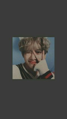 New Memes Heart Taehyung 24 Ideas Bts Taehyung, K Wallpaper, Heart Wallpaper, Iphone Wallpaper Bts, Taekook, Daegu, Boys Lindos, Bts Pictures, Photos