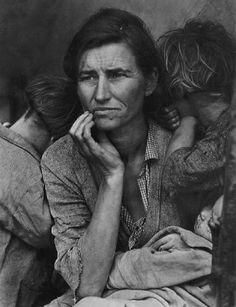 by Dorethea Lange   No existe mayor elegancia que la de una mujer manteniendo su dignidad en las peores circunstancias......