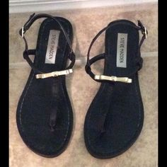 Steve Madden wedge flats These flats are so adorable they go pertly with your favorite jeans, or summer dress. They have a cute gold bow and have only been worn once. Adorable must haves! Steve Madden Shoes Sandals