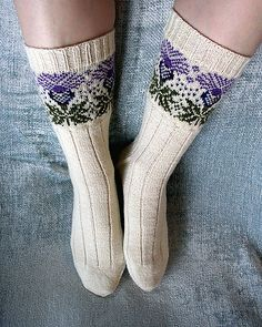 Knitting Patterns Socks Ravelry: corvid& The Scottish Thistle … the socks for you Fiona, you will have to get your mu. Fair Isle Knitting, Knitting Socks, Hand Knitting, Knit Socks, Tartan, Scottish Thistle, Ravelry, Patterned Socks, Knitting Projects