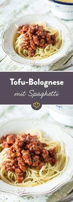 Statt Hackfleisch kommen in diese Bolognese gewürzte Tofubrösel und machen auch die vegetarische Variante des italienischen Nudelgerichts zum Seelenfutter schlechthin.