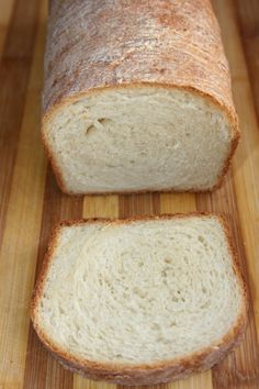 Paine de casa moale pentru sandvisuri by Malina Sandwiches, Cooking Bread, Romanian Food, Just Bake, Pampered Chef, Beignets, I Foods, Banana Bread, Favorite Recipes