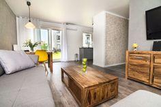 """Słoneczny apartament """"Chmielna Garden II"""" z prywatnym ogrodem znajduje się w samym sercu Gdańska, na Wyspie Spichrzów. Dining Table, Furniture, Home Decor, Decoration Home, Room Decor, Dinner Table, Home Furnishings, Dining Room Table, Home Interior Design"""
