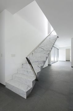 Schöne Marmortreppen sind eine Zierde für jedes Heim und vermitteln einen individuellen Charme.  http://www.treppen-deutschland.com/marmor-treppen-moderne-marmor-treppen