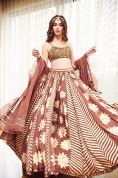From Anushree Reddy to Punit Balana, Lakme Fashion Week was indeed a show to witness! So, Check out our best designer pickups from Lakme Fashion Week Eventila Indian Party Wear, Indian Wedding Outfits, Indian Outfits, Indian Clothes, Lehnga Dress, Lehenga Choli, Anarkali, Bridal Lehenga, Saree