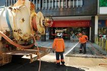 Começa a limpeza das bocas-de-lobo no Plano Piloto - http://noticiasembrasilia.com.br/noticias-distrito-federal-cidade-brasilia/2015/08/07/comeca-a-limpeza-das-bocas-de-lobo-no-plano-piloto/