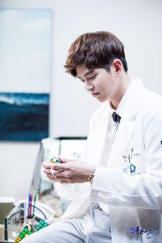One of the funny characters in Doctors Korean Celebrities, Korean Actors, Korean Dramas, Asian Actors, Doctors Korean Drama, Kyun Sang, Netflix Horror, Romantic Doctor, Moorim School
