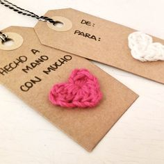 3 ideas para marcar tus regalos en Navidad | ༺✿ƬⱤღ✿༻ Crochet Home, Love Crochet, Crochet Gifts, Fast Crochet, Yarn Crafts, Diy And Crafts, Paper Crafts, Handmade Gift Tags, Card Tags