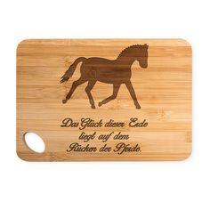 Bambus - Schneidebrett Dressurpferd aus Bambus   ##MATERIALS_COLORNAME## - Das Original von Mr. & Mrs. Panda.  Ein wunderschönes Holz-Schneidebrett von Mr.&Mrs. Panda.    Über unser Motiv Dressurpferd  Jedes Mädchen liebt Pferde und träumt von Ferien auf dem Reiterhof. Ponys und Pferde sind wundervolle Tiere.  Unser Dressurpferd ist nicht für professionelle Reiter oder Reiterstübchen, sondern auch für Pferdeliebhaber und Fans.     Verwendete Materialien  Wunderschönes und hochwertiges Bambus…