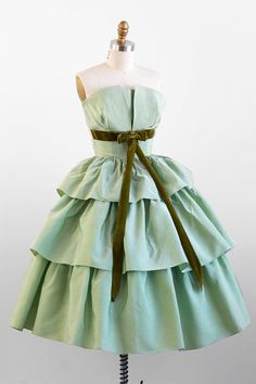 vintage 1950s dress / 50s prom dress / Green Taffeta Gone with the Wind Cupcake Party Dress