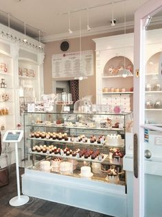 Kessy bona: mein besuch bei peggy porschen in london café design, coffee shop design Cake Shop Design, Coffee Shop Design, Bakery Design, Bakery Store, Bakery Cafe, Bakery London, London Cafe, Cafe Interior Design, Cafe Design