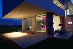 Haus mit Pool Veranda überdacht-Beton Konstruktion