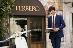Lee Min Ho is the main chocolate man in Rome for 'Ferrero Rocher' | http://www.allkpop.com/article/2015/10/lee-min-ho-is-the-main-chocolate-man-in-rome-for-ferrero-rocher