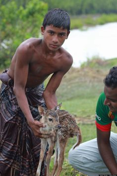 """""""Someone who saw an animal in danger and simply acted!  ...Nothing idolatries, money or other thing ... Only an act!"""" Courageous Teen Risks His Life To Save Drowning Baby Deer (PHOTOS) http://sulia.com/my_thoughts/e22a2fc1090aa84e18e58da69a0a044b/?source=pin&action=share&btn=small&form_factor=desktop&pinner=121713473"""