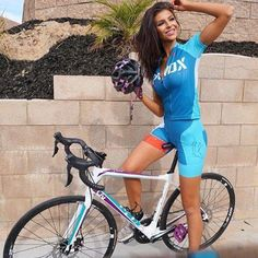 As a beginner mountain cyclist, it is quite natural for you to get a bit overloaded with all the mtb devices that you see in a bike shop or shop. There are numerous types of mountain bike accessori… Cycling Girls, Cycling Wear, Cycling Outfit, Road Cycling, Cycling Clothes, Bicycle Clothing, Triathlon, Female Cyclist, Radler