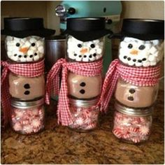 Stacked Jar Hot Chocolate Snowmen⛄️ with pepper mints and marshmallows