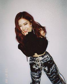 blackpink rose's body inspiration Kpop Girl Groups, Korean Girl Groups, Kpop Girls, Blackpink Lisa, Forever Young, Black Pink ジス, Oppa Gangnam Style, Blackpink Members, Rose Park