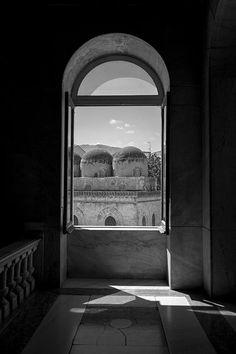 Palermo, finestra sulla chiesa di S. Cataldo