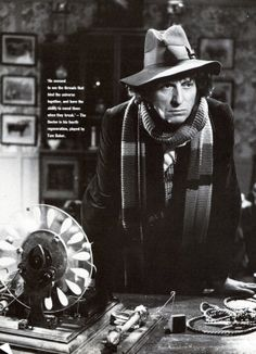Fourth Doctor, Tom Baker. My favorite sofar. Awaiting Fitipaldi as the latest 'Doctor Who'. 4th Doctor, First Doctor, William Hartnell, Sci Fi Series, Tv Series, Classic Doctor Who, Jelly Babies, Dalek, Time Lords