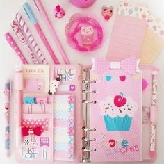 Outubro rosa!  .  Bom diiiaa!!  .  #outubrorosa #bomdia #terça #planner #macaron #love #pink #pic #picture #gutigutipaper