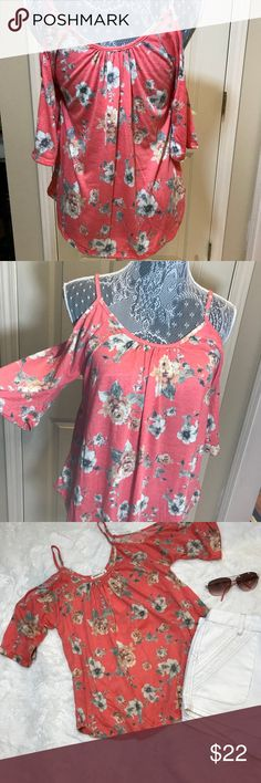 Cold shoulder floral top sz S NWT.   So cute and perfect for upcoming spring. ❤️ Pairs with blue or white jeans. True color is pic 1 and 2 😊 ginger Tops Blouses