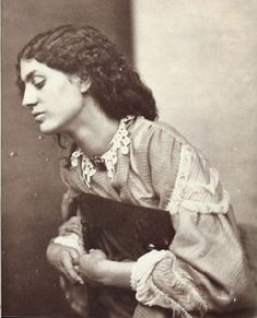 Photo of Jane Burden Morris, Posed by Dante Gabriel Rossetti, Jane Morris was an English artists' model who embodied the Pre-Raphaelite ideal of beauty. She was a model and muse to the artists William Morris, whom she married, and Dante Gabriel Rossetti. Dante Gabriel Rossetti, John Everett Millais, William Morris Art, William Blake, Elizabeth Siddal, Julia Margaret Cameron, Edward Burne Jones, Pre Raphaelite Brotherhood, Eugene Atget