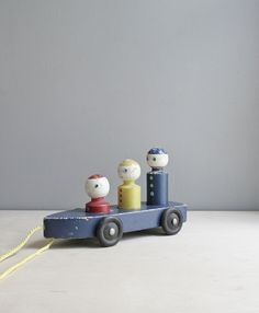 Vintage Pull Toy / Primary Colors
