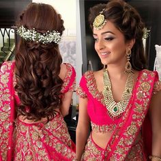 Ritika Kadam on Inst Bridal Hairstyle Indian Wedding, Bridal Hair Buns, Bridal Hairdo, Hairdo Wedding, Indian Wedding Hairstyles, Long Hair Wedding Styles, Wedding Hair Down, Bridal Hair And Makeup, Long Hair Styles