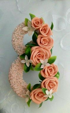 Paper Flower Decor, Flower Decorations, Paper Flowers, Easy Paper Crafts, Diy And Crafts, Beaded Flowers, Diy Flowers, Chocolate Bouquet, Floral Letters