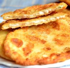 Delicious thin pies with meat and potatoes.- Delicious thin meat and potato patties My Recipes, Baking Recipes, Favorite Recipes, Chicken Recipes, Good Food, Yummy Food, Russian Recipes, Saveur, International Recipes