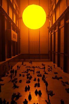 Olafur Eliasson - The Weather Project, Tate Modern Turbine Hall 2003 Installation Architecture, Light Installation, Tate Modern London, Tate London, Turbine Hall, Modern Art, Contemporary Art, Olafur Eliasson, Foto Art