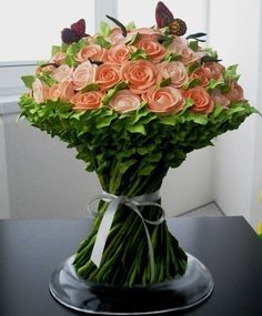 Wedding cake in the form of a bouquet of roses