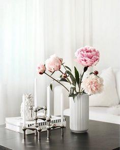 Peonies  Happy Sunday! . . #peonies #peony #flower #flowerpower #flowers