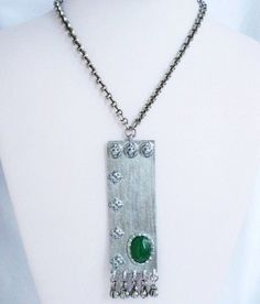 ❘❘❙❙❚❚ NOW ON SALE ❚❚❙❙❘❘     Just the way I love it.....  Chunky & bold.....  This vintage necklace has a big chunky chain. Absolutely retro cool