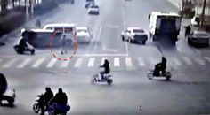 Passage Piéton, Ufo Sighting, Mystery, China, Red, Date, Paranormal, Riddles, First Car