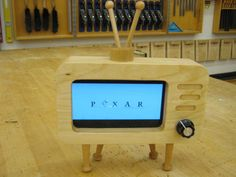I'm so going to have to make one of these... Retro TV Smartphone Dock