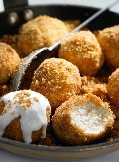 """Első kézből kaptunk egy tuti túrógombóc receptet, némi extrával. Meg egy jó tanácsot: """"sütni jó, süteményt enni pedig nem bűn"""". Igaz, hogy a gombócot nem sütjük, de enni szeretünk. Hungarian Desserts, Hungarian Cuisine, Hungarian Recipes, European Cuisine, Hungarian Food, Baking Recipes, Cake Recipes, Dessert Recipes, Delicious Desserts"""