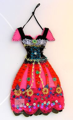 Felt dress -- perfect addition to the doll sewing room.