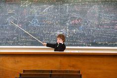 """Ecco una caccia al tesoro per bambini che amano la matematica, adatta dalla scuola primaria in su. Meglio essere in un luogo chiuso, per poter essere più """"concentrati"""" (una casa, un oratorio, ecc.), ma…fate come preferite!"""