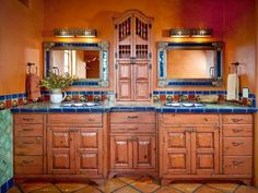 Browse our photos of Spanish Bathroom with mexican style. Find ideas and inspiration for your bathroom with Spanish-style and mexican-style to add to your own home. Mexican Style Homes, Mexican Home Decor, Spanish Style Homes, Spanish House, Mexican Hacienda Decor, Hacienda Style Homes, Spanish Bungalow, Spanish Revival, Spanish Colonial