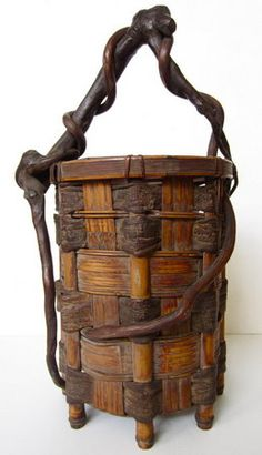 Japanese ikebana basket made of wide pieces of split bamboo and bark woven into a cylindrical form, the handle is made of twisting branches which continue into the body of the basket, Showa Period H) Sogetsu Ikebana, Bamboo Basket, Rattan Basket, Japanese Bamboo, Bamboo Art, Weaving Art, Sisal, Chinoiserie, Basket Weaving