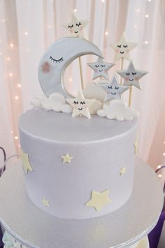 """the Moon"""" Baby Shower🌙☁. -""""Over the Moon"""" Baby Shower🌙☁. Torta Baby Shower, Baby Shower Sweets, Baby Shower Cakes For Boys, Baby Girl Shower Themes, Star Baby Showers, Twin Baby Shower Cake, Space Baby Shower, Baby Shower Fun, Baby Shower Gifts"""
