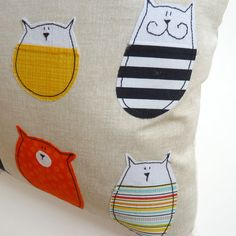 Cat Pillow Cover : Stella And Friends Cushion por mypipsqueak Cat Pillow, Handmade Decorations, Stencils, Pillow Covers, Sewing Projects, Arts And Crafts, Cushions, Craft Ideas, Throw Pillows