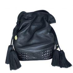 e32ae4075 Bolsa Saco de Couro Preta Tiracolo. Bucket Bag super luxo em couro legítimo  com puxadores