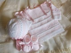 Baby Knitting, Crochet Baby, Kids Dress Clothes, Tricot Baby, Baby Barn, Elegant Girl, Knitted Baby Clothes, Baby Sweaters, Baby Patterns