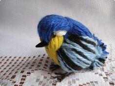 DIY Petit oiseau de laine bleu et jaune