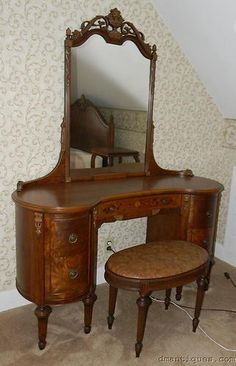 Vintage Deco Walnut Kidney-shape Vanity Dresser w/Mirror Inlaid Flowers Carved