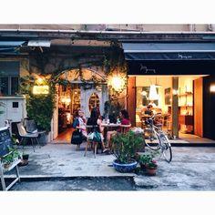 sau wa fong, wanchai, hong kong. #architectzfactory vintage shop.